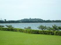 ガーデンテラスから琵琶湖と彦根城