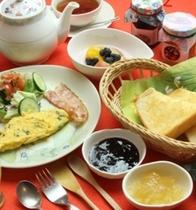 温かい朝食をどうぞ