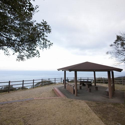 【遊歩道】展望台からは、天気がいいと明石大橋まで見ることもできます
