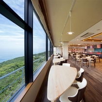 オーシャンダイニング「紀伊の国」:大きな窓からは紀淡海峡を一望できます