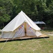 屋外のテントに泊まろう♪