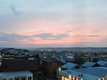 【食事処からの眺め】天気が良い時には八甲田山に沈む夕日が眺められます。