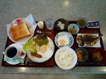朝食の和定食と洋定食