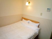 新館セミダブルルーム(ベッド幅120cm)