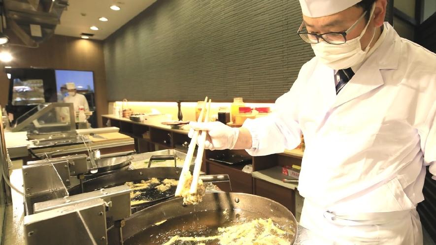 【ステージキッチン】揚げたての旬の食材をご賞味ください
