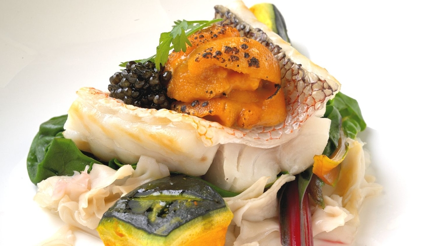 【洋食】鮮魚の蒸気蒸し・焼き雲丹とキャビア添え