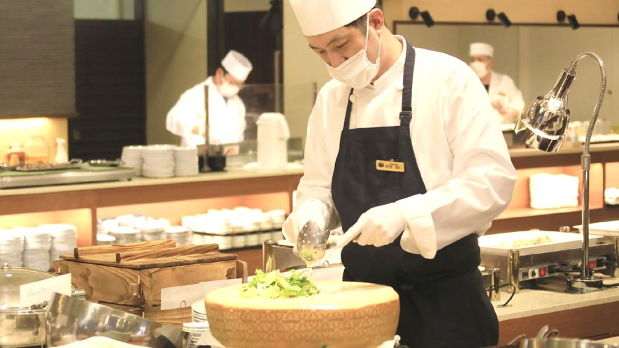 【ステージキッチン】パルメジャーノの器で仕上げるシーザーサラダ♪