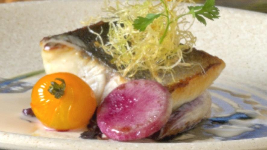 【洋食】スズキのポアレ白ワインソース