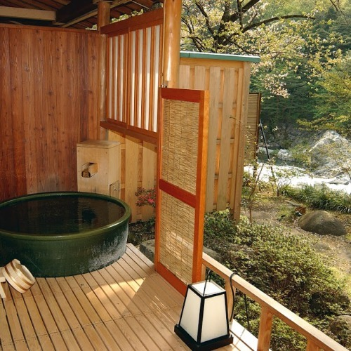 山・川が一気に楽しめる客室露天風呂