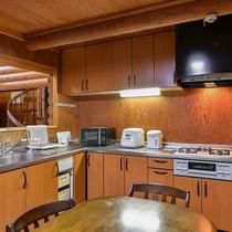 *【ログハウス大型棟キッチン】食材を持ち込んでお料理やバーベキューをお楽しみください♪