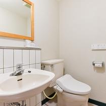 *【シングル一例】トイレ・洗面台。