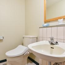 *【海側和室8畳一例】トイレ。※お部屋にお風呂はございません。