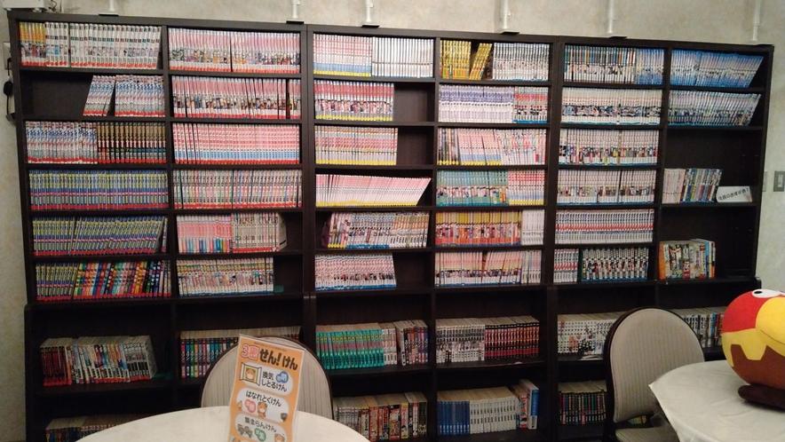 【漫画コーナー】8Fリラクゼーションルームに約2,000冊ございます