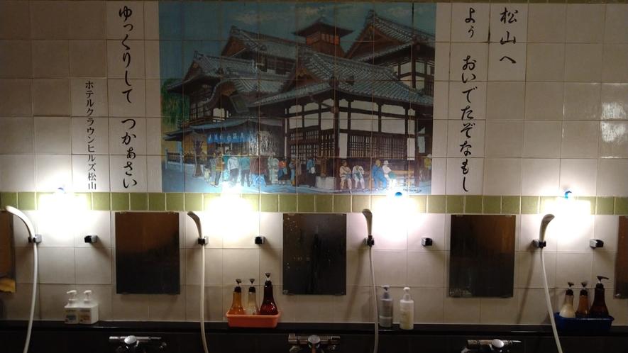 【男性浴場洗い場】ゆったり5カ所の洗い場