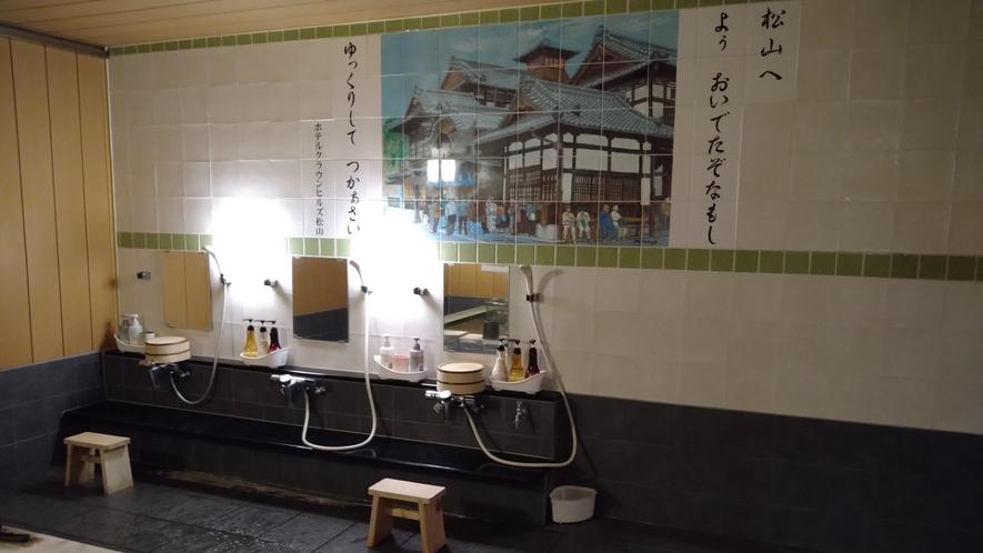 【女性浴場洗い場】コンパクト3か所の洗い場
