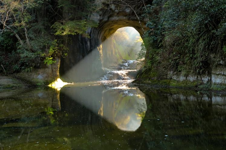 ■濃溝の滝・亀岩の洞窟/当館から車で約30分 ※イメージ(時間等により見え方が変化します)