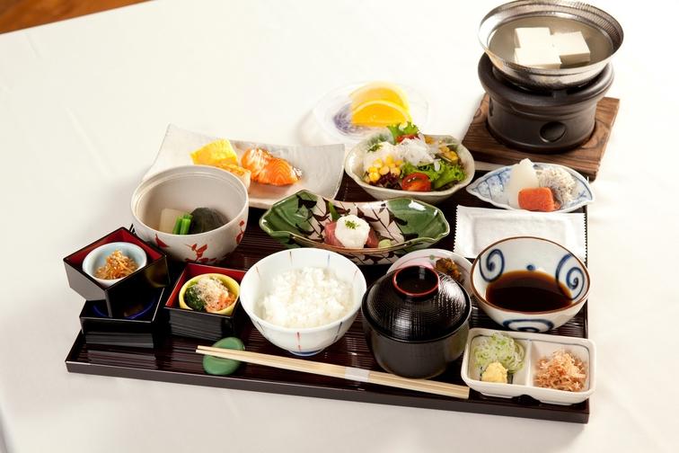 【グランコンフォート・ツインルーム】〜客室から樹海越しの富士山〜朝食付きプラン