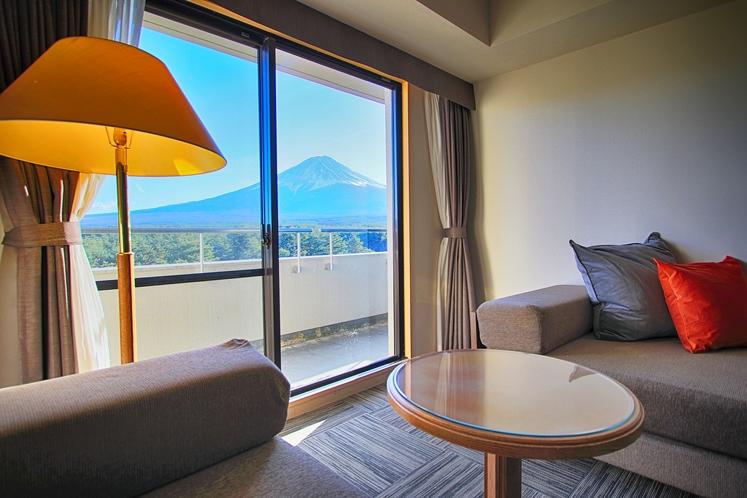 富士山が180度見渡せる上層階デラックスツインルーム