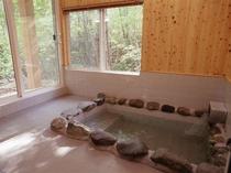 温泉付コテージHタイプのお部屋限定 岩風呂風室内温泉
