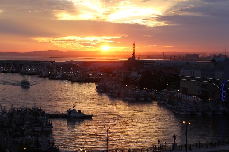 9階バルコニーからは素晴らしい夕日をご覧いただけます