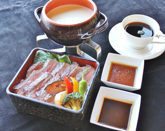 朝食【期間限定】ステーキ重 サーロインステーキを朝からがっつりと!