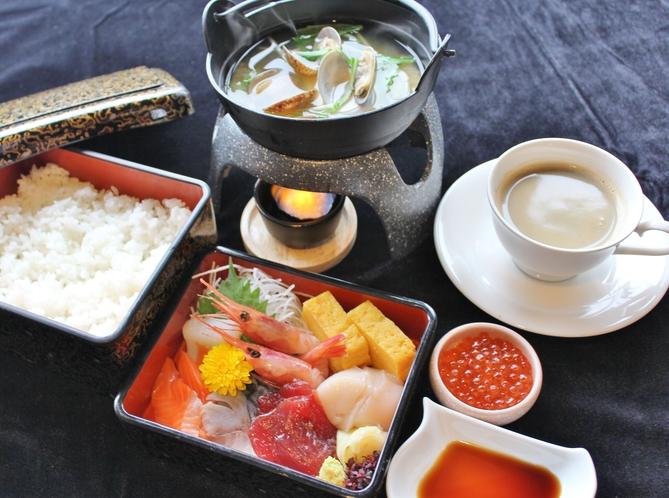 朝食【期間限定】海鮮重  お好みに合わせて盛り付け下さいませ。