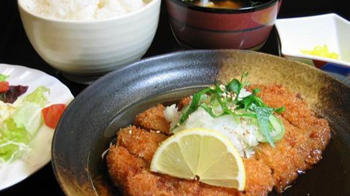 【2食付き】夕食は料理人が作るボリュームたっぷり日替わりセット◆朝は和朝食