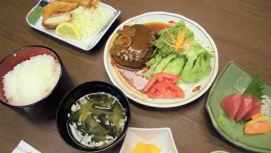 【夕食一例】料理人が作る日替わりの定食です。