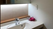 【女性用貸切り風呂】お風呂には洗面台もございます。