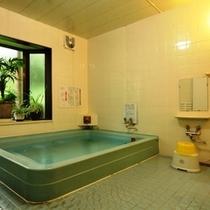 【風呂】ミネラル成分を含んだ温水を供給する24時間の循環風呂を使用しております。