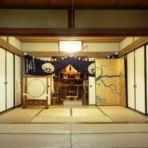 【御神殿】戸隠神社の宿坊である当館には神殿がございます。