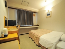 【シングル】セミダブルベッドを設置したシングルルームです。