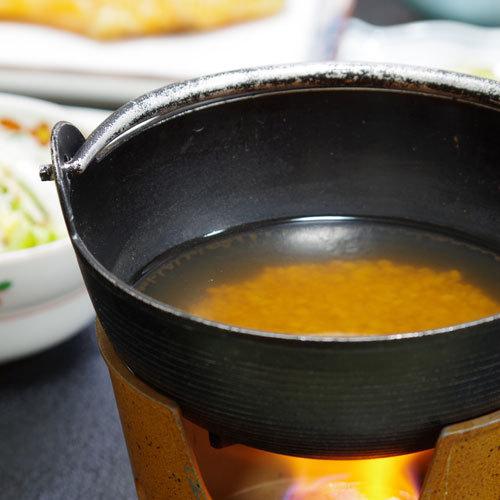 *【茶粥朝食】素朴な味が人気!卓上で炊く奈良名物の茶粥です。