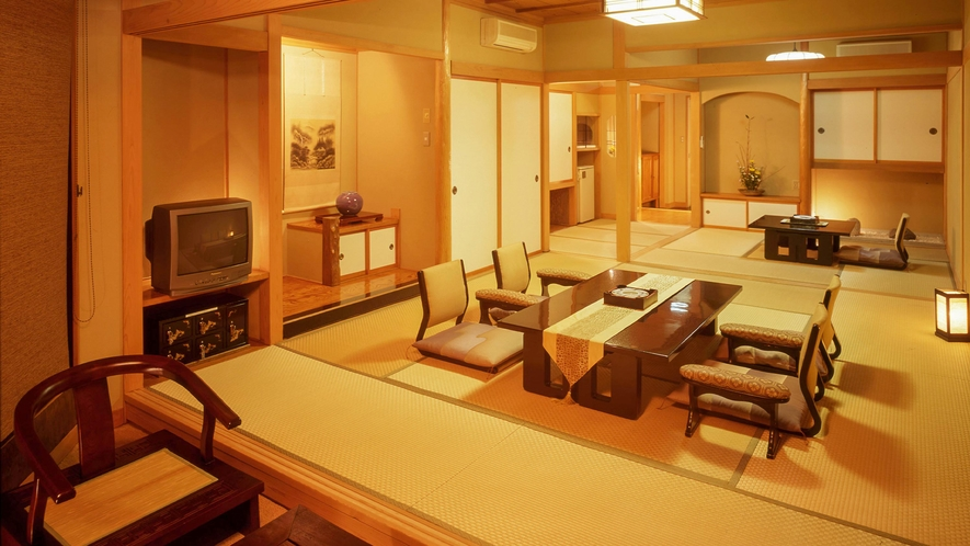 ■10畳と4.5畳の次間のある客室で心安らぐひと時を過ごす。[DX和室10畳+4.5畳]