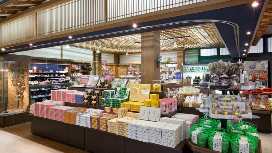 ■売店(お土産コーナー)には西伊豆堂ヶ島の名産が並びます。干物や塩辛など旅の思い出に是非!