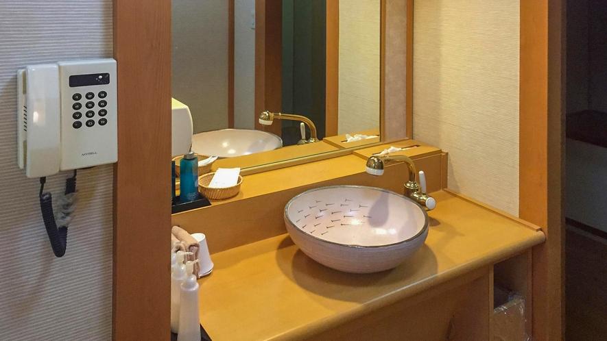 ■各客室には女性用・男性用のアメニティ化粧品も充実。[絶景露天風呂付き和室]