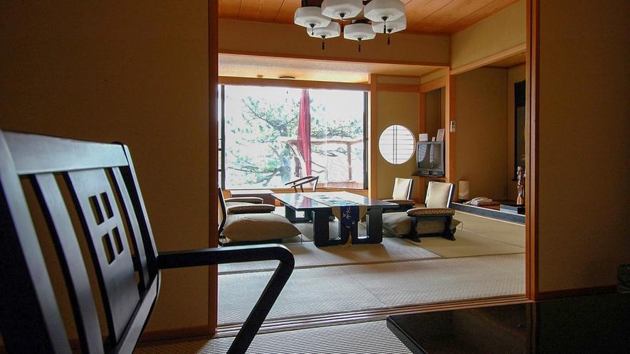 ■椅子・テーブル席としても利用できる座卓がある。[絶景露天風呂付き和室]