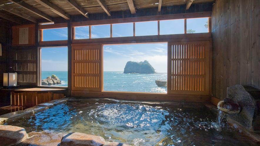 ■まるで隠されるように佇む海辺の温泉。[貸切風呂「だんらん」]