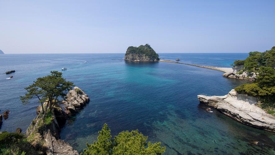 ■透き通った海と浮かぶ島々の絶景に感動する。