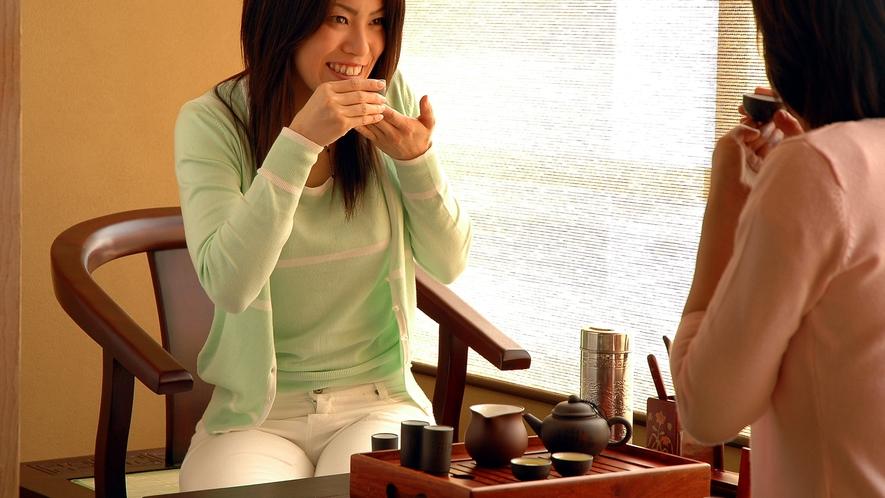 ■お部屋でいただくお茶で、ほっと安らぐ。
