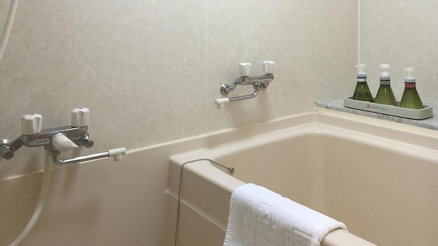 ■室内にもお風呂にはシャワーも完備されている。[オーシャンビューのスタンダード客室]