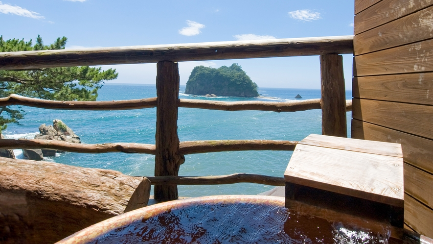 ■水平線を見渡しながらプライベート温泉を楽しむ。[絶景露天風呂付き和室]