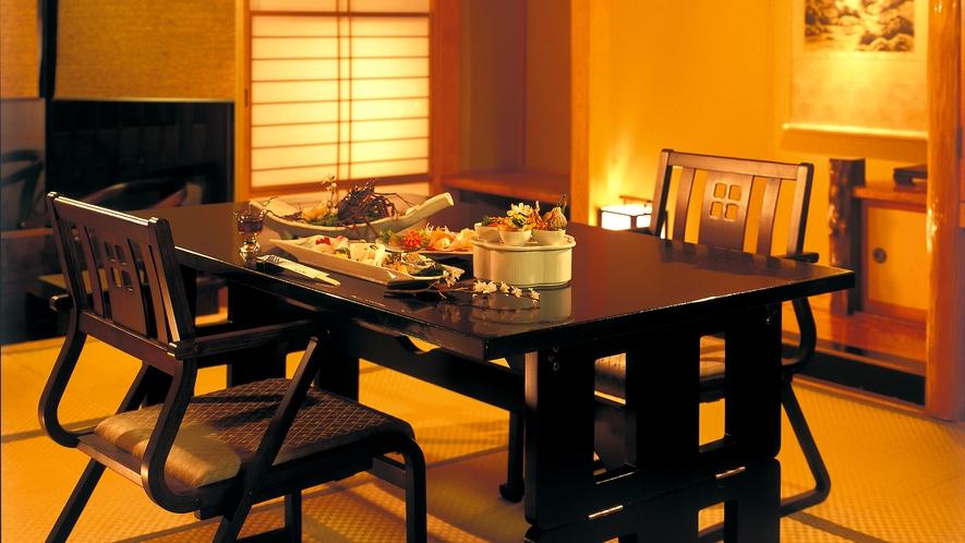 ■お部屋食プランでは、テーブル椅子席で食事ができる。
