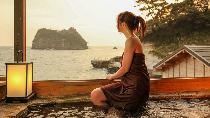 ■女性用の湯浴み着があるから、露天風呂でも開放感を味わえる。