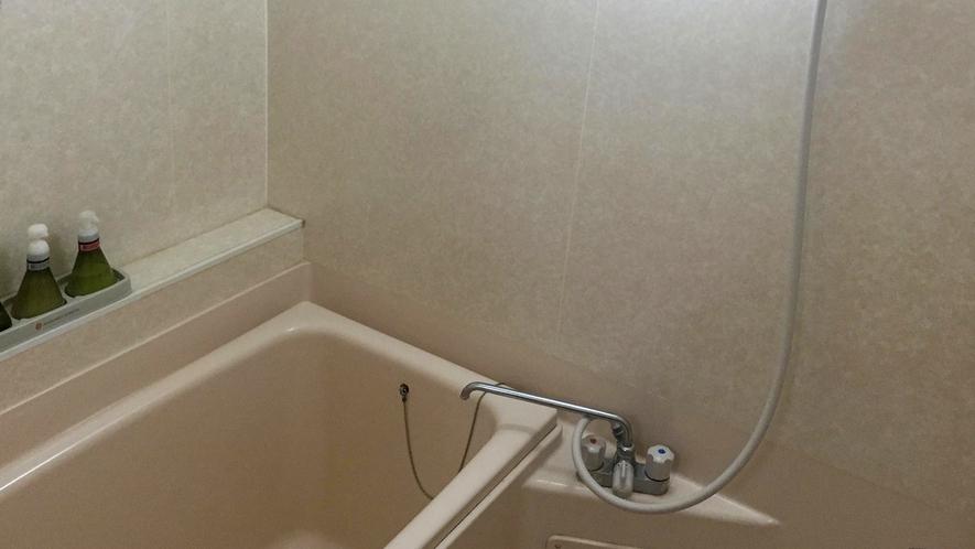 ■室内にもお風呂にはシャワーも完備されている。[絶景露天風呂付き和室]
