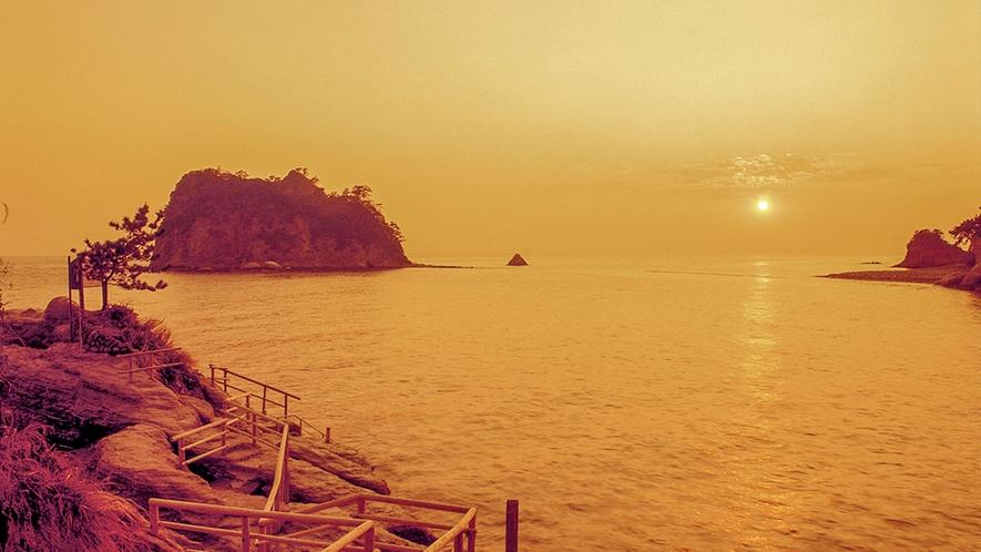 ■最高のサプライズ 西伊豆の夕陽。季節や天候によりこの景観の色彩が変わりますが、それもまた旅。