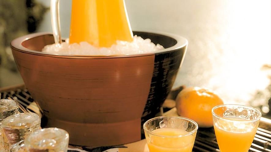 ■ニューサマーオレンジのジュースやめかぶ茶など、四季折々のオリジナルウェルカムドリンク。