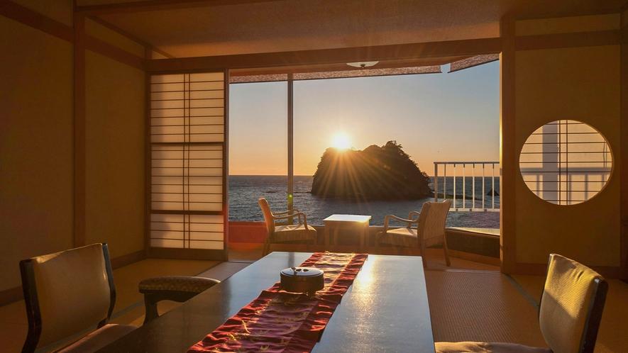 ■西伊豆の夕陽を仰ぎながら寛ぎのひとときを過ごす。[ジュニアスイート和室]