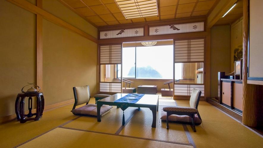 ■窓に広がる美しい景色と和の雰囲気に癒される。[オーシャンビューのスタンダード客室]