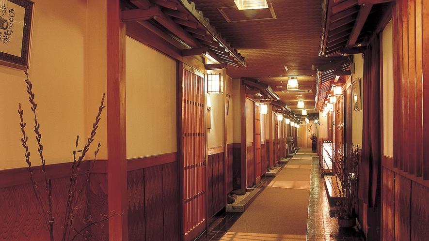 ■純和風様式の館内は落ち着きのある空間を演出。